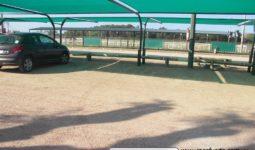 Estructura de columnas curvas para techos de cochera usando malla sombra.
